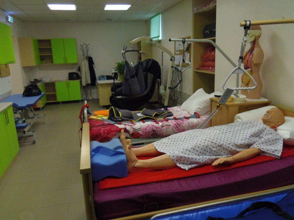 Lääne-Viru Rakenduskõrgkool avas Mõdrikul sotsiaaltöö labori