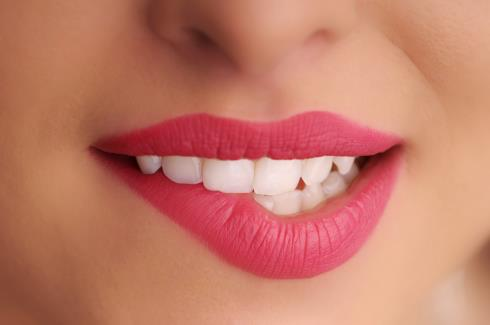 Iga kauni naeratuse esimene samm on professionaalne hambapuhastus ehk Air-Flow