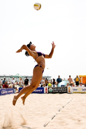 beach-volleyball-serve-jump