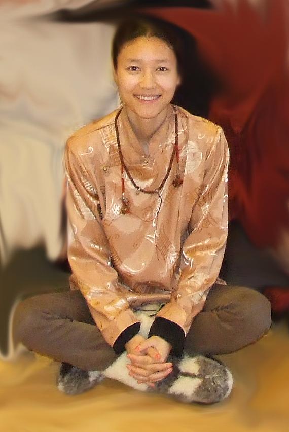 Tiibeti jogiini õpetab väikestes Eestimaa paikades vanu maagilisi Tiibeti tervisetarkuseid
