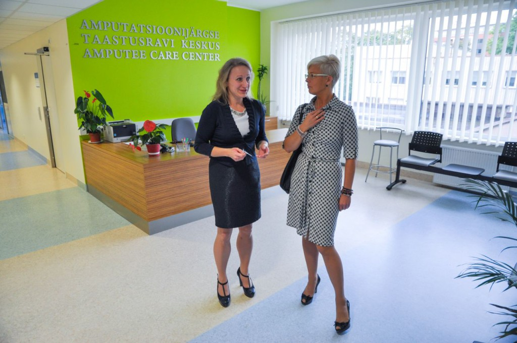 Ida-Tallinna Keskhaigla tutvustas Evelin Ilvesele taastusravikliinikut