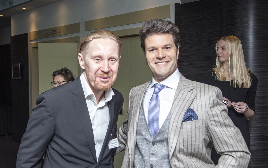 Dr. Lauri Vahtra koos ühe peaesineja, dr. Francesco Amatoga