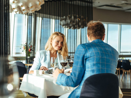 ÜLLATA KALLIMAT! Brasserie-restoran Teletorn kutsub naistepäevaks pilvepiirile