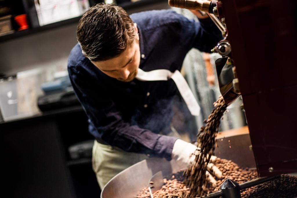 MEELDEJÄÄVAD MAITSEELAMUSED! Restorani Trühvel katuse all röstitakse ja müüakse parimat kohvi