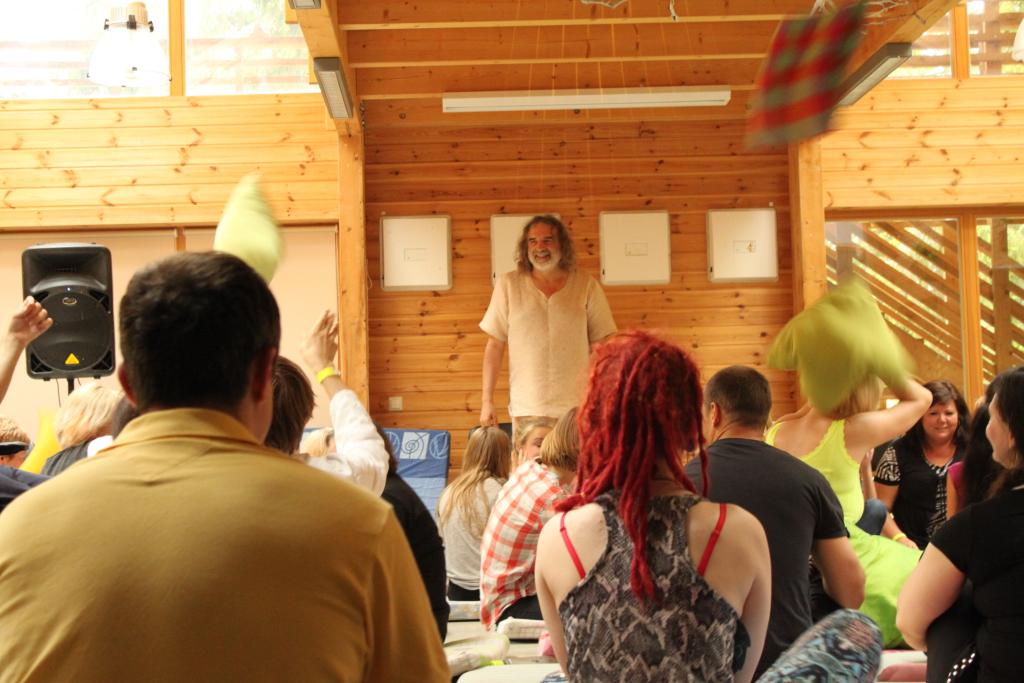 JÄRGMISEL NÄDALAL EESTIS! Veet Mano viib Eestis läbi AUM meditatsiooni