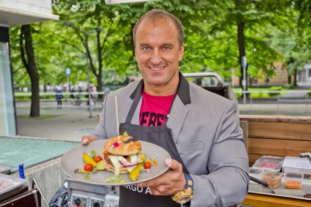 GALERII! Kohvik Mademoiselle avas Tallinnas grillterrassi