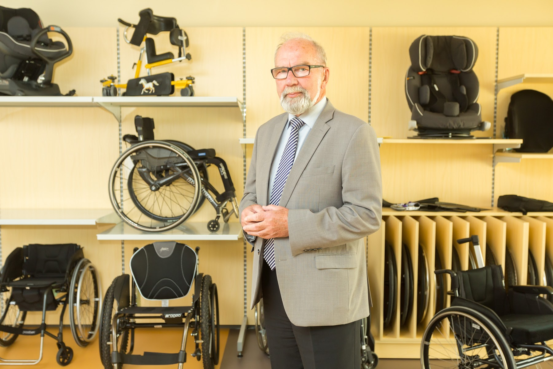 Abivahendikeskuse Invaru juht Enn Leinuste: abivahendeid lühiajalise kasutamise puhul välja ostma ei pea, neid saab ka üürida
