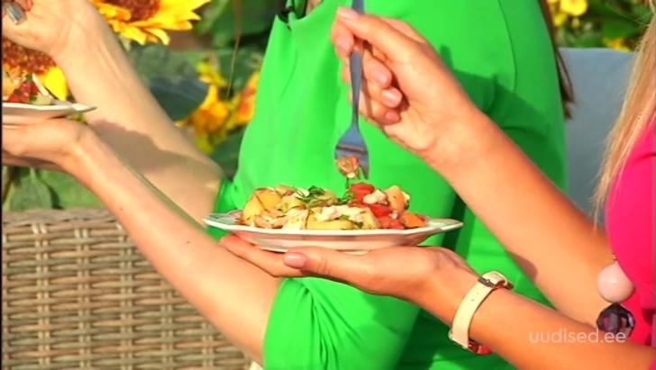 VIDEO! Lihtsad nipid, kuidas kiiresti nädalavahetuse grillipeoks maitsev salat valmistada