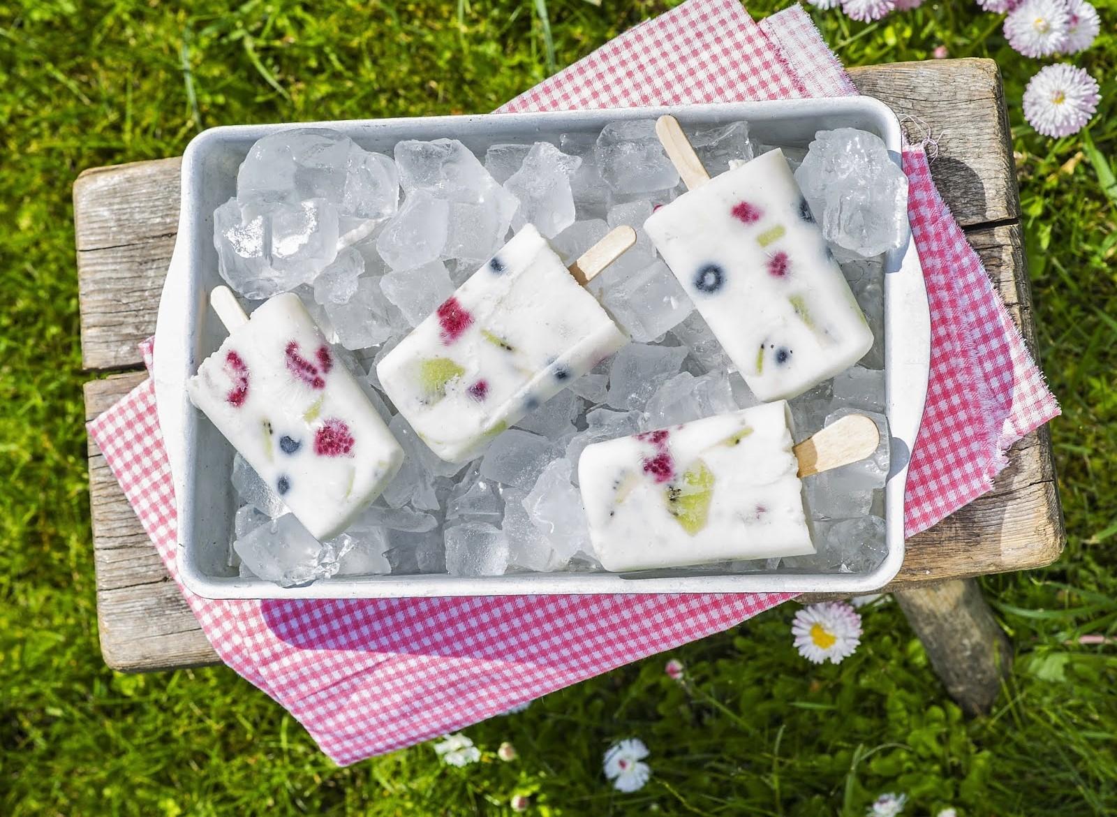 RETSEPTISOOVITUS! Jahutav maius piimaletilt: jogurti-marja pulgajäätised