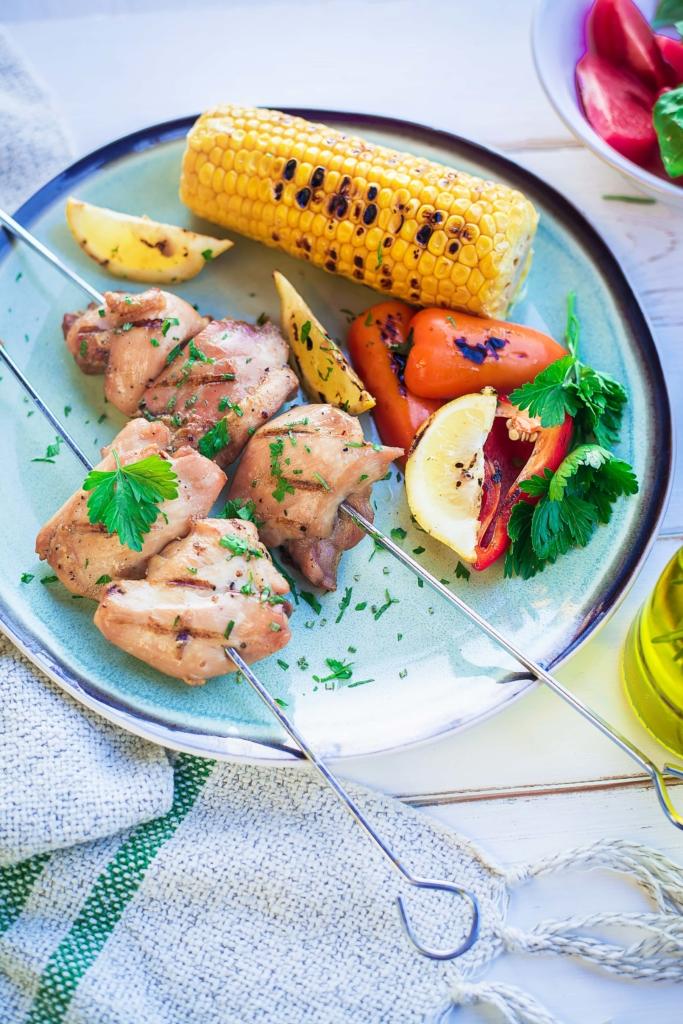 Vahemere köök koduaeda: oliiviõlis šašlõkimarinaad tervislikuks suvegrilliks
