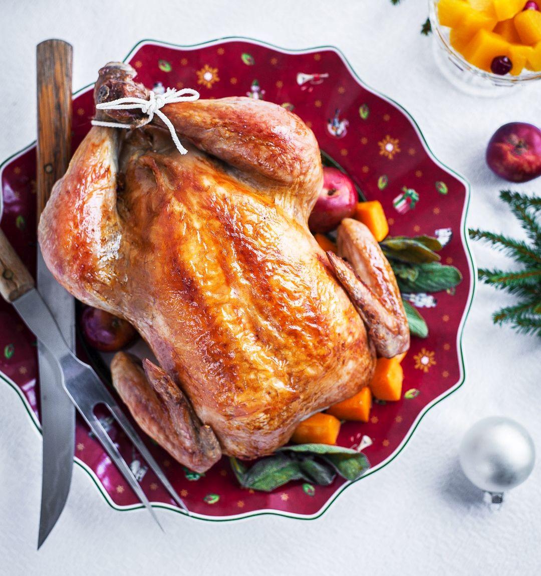 RETSEPTISOOVITUS! Anni Rahula jõululauda ehib puuviljade, kõrvitsa ja kruupidega täidetud ahjukana