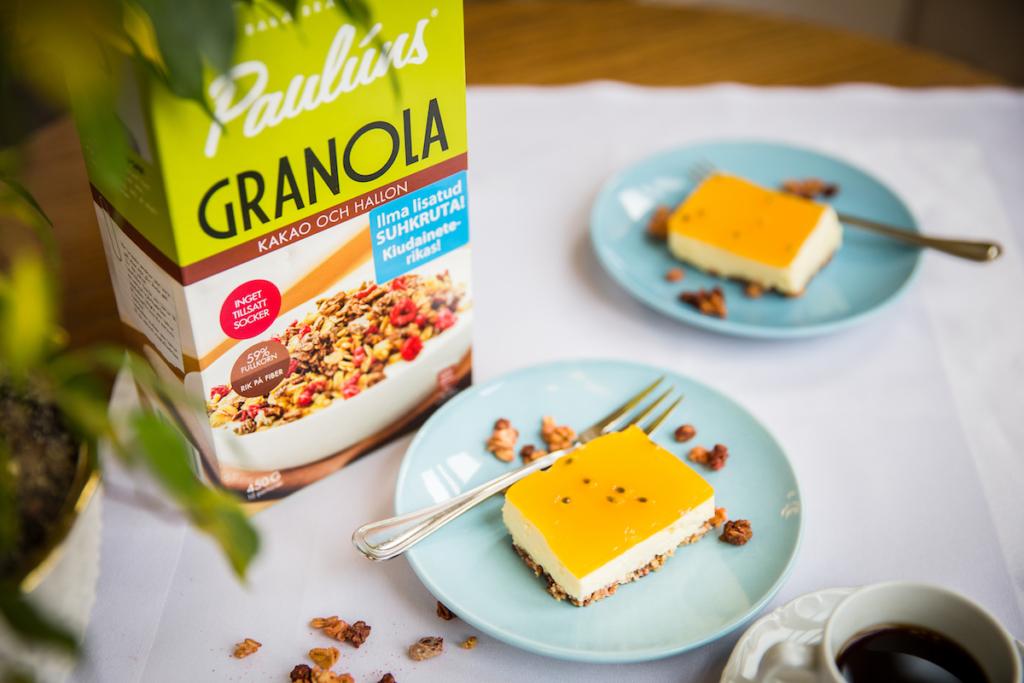 RETSEPT! Kuidas valmistada suvist jogurtikooki krõbedal müsli põhjal
