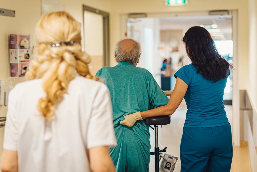 VAJATAKSE MEDITSIINIVÄLJAÕPPEGA INIMESI I Haiglad otsivad vabatahtlikke