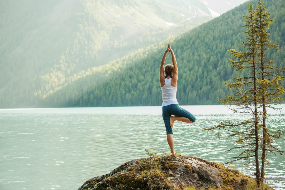 Young,Woman,Is,Practicing,Yoga,At,Mountain,Lake