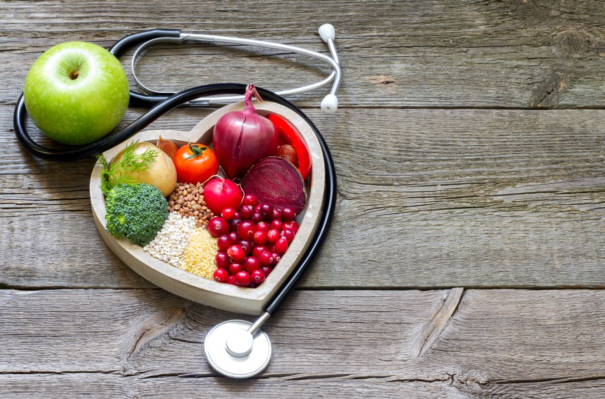 Healthy,Food,In,Heart,And,Cholesterol,Diet,Concept,On,Vintage